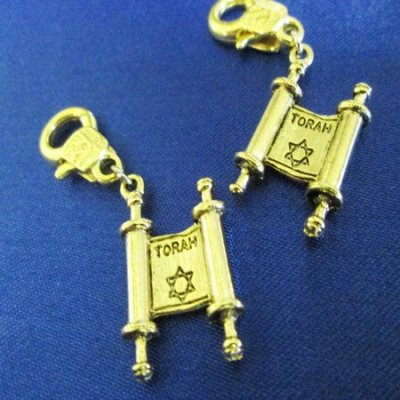 CHARM: Torah with fancy lobster claw - Click Image to Close