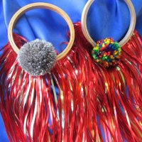 POM POM GLORY HOOP: Red