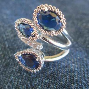 RING: sapphire blue stones in silver setting