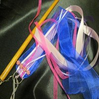RIBBON STREAMER: QUEENIE